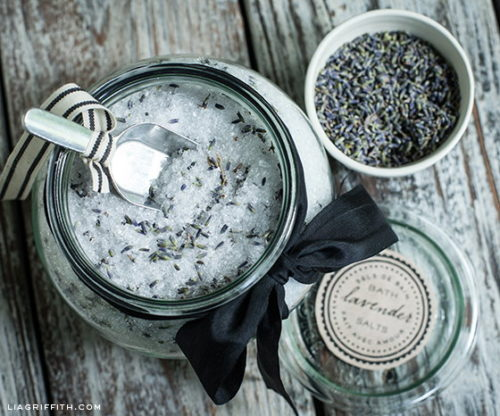 These DIY lavender bath salts from Lia Griffith make quick and easy last minute Valentine's Day gifts! The ingredients can be locally sourced at your local co-op or health food store. And there are even printable labels for gifting!