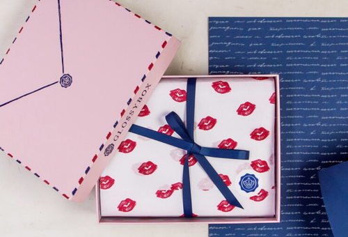 Last Minute Valentine's Day Gifts! Subscription beauty boxes are all the rage and with good reason. Women LOVE the combination of quality luxe beauty products and that element of surprise! So give her what she wants with a 3, 6 or 12 month gift subscription to Glossybox!
