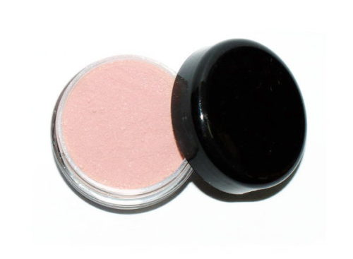 This lovely pink DIY finishing powder gives skin a warm illuminating glow without unnecessary chemicals or preservatives.