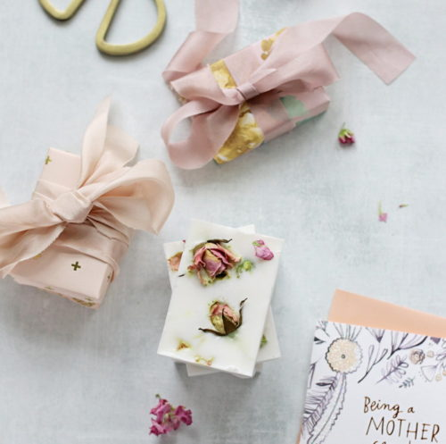 Best DIY Mother's Day Gifts! These lovely rose flower petal soaps from Hello Glow are both beautiful and fragrant! Simply dry fresh rose petals and pair them with a nourishing melt and pour goat milk soap base for a quick and easy Mother's Day gift!