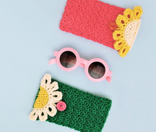 Best DIY Mother's Day Gifts That Mom Will Love! Mom will love a fresh pair of sunglasses for summer to help protect her eyes. But more than that she'll go ga-ga over her Mother's Day gift when you pair her sunglasses with a happy daisy glasses pouch that you've crocheted yourself!
