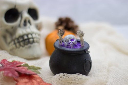 Handmade Halloween Bath Bombs. A Tasty Witches Brew. This Halloween cauldron bath bomb from Bubble Princess is a unique and fun way to take a bath and are the perfect treats for your little tricksters. Simply dunk the cauldron in a tub filled with warm water for an incredible amount of refreshing smelling bathwater.
