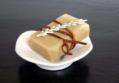The perfect pairing for seasonal gift giving. Create the perfect DIY holiday gifts by combining a bar of handmade soap with a soap dish from Soap Bar Lounge! Learn how to craft your own skin conditioning triple butter soap recipe. Plus discover what makes Soap Bar Lounge ceramic soap dishes the best option for your homemade soaps!