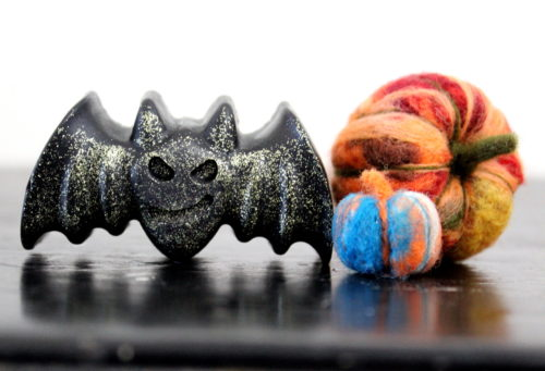 Halloween Soap DIY. Learn how to make this glitter DIY Halloween bat soap for non-candy Halloween gifts using melt and pour soap and biodegradable eco-friendly glitter. A fun and easy homemade soap recipe.