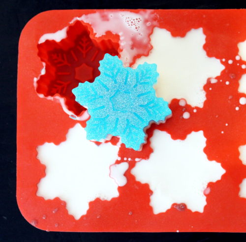 DIY Holiday Gifts. How to make sparkly glitter snowflake soaps for winter. Learn how to craft your own DIY holiday gifts with this easy beginner glitter snowflake soap recipe made using natural melt and pour soap bases and eco-friendly biodegradable glitter! #glitter #soap #ecofriendly #diy #christmasgifts #wintercrafts #holidaygifts