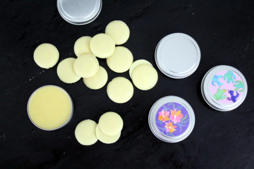 Herbal salve for eczema. Simple plantain salve recipe for dry skin. Herbal topical salve recipe. Herbal healing salve with plantain herbal oil. Natural herbal salve recipe for healthy holistic natural skin care. Herbal salve for scars. Best homemade plantain salve recipe with essential oils. Essential oil salve recipe for natural healing.