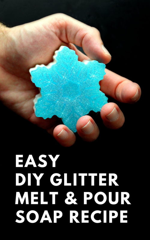 Handmade holiday gift idea for natural skin care. A sparkly glitter snowflake soap recipe with natural essential oils. Crafted using natural melt and pour soap bases, peppermint essential oil and eco-friendly biodegradable glitter, this easy beginner soap recipe is perfect for natural winter skin care and DIY holiday gifts. #glitter #soapmaking #diy #holidaygifts