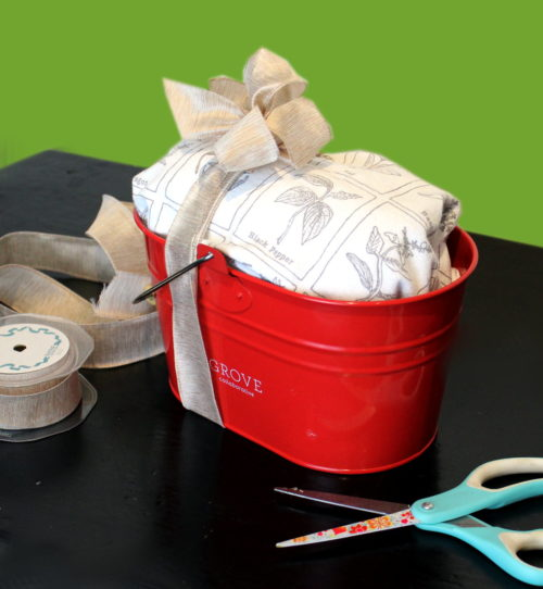Easy ways to wrap gifts and holiday gift ideas they'll love! With the holiday season right around the corner, what better way to make that time less stressful than to plan ahead? Save time by preparing now and working on your holiday gifts in stages. Plus learn pretty ways to wrap gifts - even at the last minute - so you look like you had it together all along!