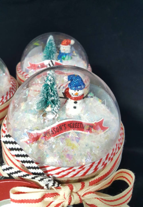 Easy ways to wrap gifts for the holidays. If you want to really make your mason jar gifts shine, you can add a seasonally inspired snow globe to the top of your jar! This holiday mason gift jar from cornchip HANDMADE features a handmade winter diorama on the lid. All you have to do is include your gift inside!