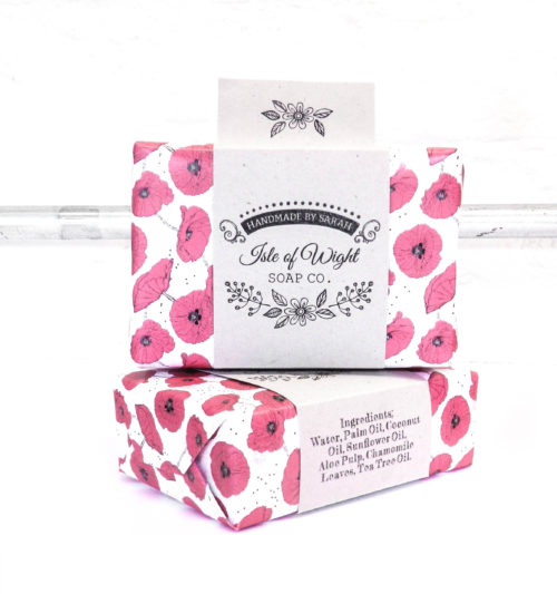 Best way to package homemade soap for sale or handmade holiday gifts or soap wedding favors. I love this custom cigar band and patterned poppy paper combo from The Creative Artisan Co. You can order these personalized soap labels as a set or separately with your own custom business logo or message for handmade soap wedding favors.