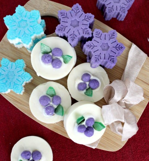 Winter soap recipes for dry skin. The best homemade soap recipes for dry skin or eczema for your natural winter skin care routine. Plus creative ways to package soap for handmade holiday gifts or for homemade soaps to craft and sell.