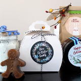 Learn how to craft a simple melt and pour gingerbread soap recipe and fizzy bath salt recipe for winter sniffles for last minute handmade holiday gifts in 30 minutes or less! Then customize your DIY holiday gifts with personalized labels.