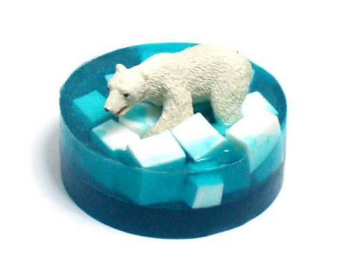 This easy polar bear melt and pour soap recipe is a fun soap making project for the family. Discover this melt and pour soap making tutorial along with over 130 more homemade soap recipes to craft at home at Soap Deli News blog.