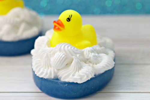 DIY rubber duck soap tutorial for DIY gifts for kids. How to make DIY melt and pour rubber ducky soaps without lye for DIY birthday party favors.