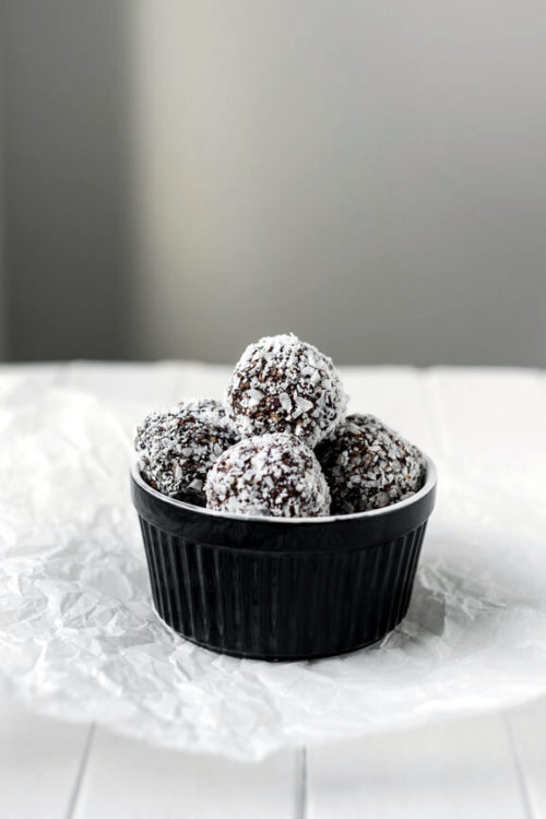 Homemade bourbon balls recipe. The ultimate no bake Christmas dessert for last minute DIY holiday gifts. These easy Christmas treats not only taste delicious, they're also gluten free. So everyone can enjoy the delectable taste of chocolate and bourbon this holiday season. A delightful no bake dessert for Christmas, this easy bourbon balls recipe can also be made with rum or customized with your favorite ingredients whether it be coconut or dried raspberries for a flavorful holiday treat!