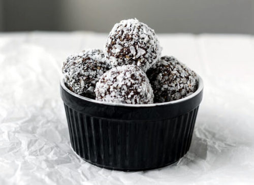 Easy bourbon balls recipe with Woodford Reserve. The ultimate no bake Christmas dessert for last minute DIY holiday gifts. These easy Christmas treats not only taste delicious, they're also gluten free. So everyone can enjoy the delectable taste of chocolate and bourbon this holiday season. A delightful no bake dessert for Christmas, this easy bourbon balls recipe can also be made with rum or customized with your favorite ingredients whether it be coconut or dried raspberries for a flavorful holiday treat!