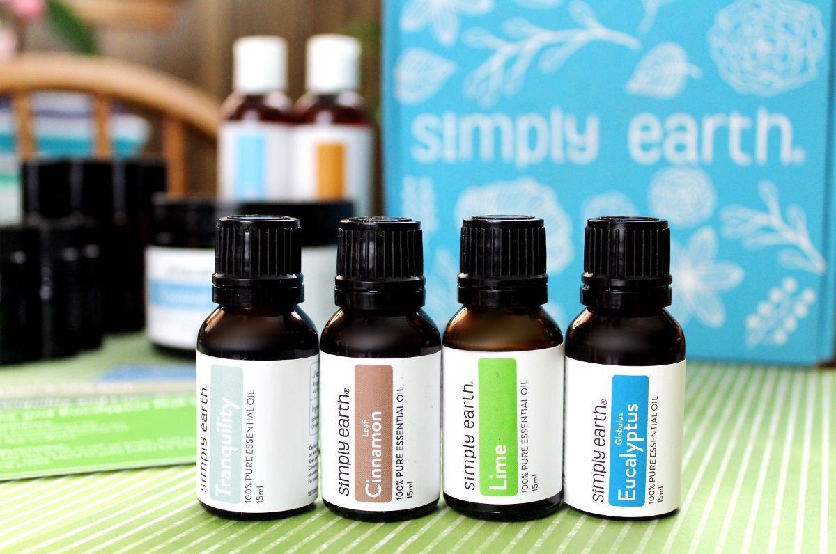 Simply Earth Essential Oils: A Review of the Simply Earth Essential Oil Recipe Box. Curious about Simply Earth essential oils? If you've not tried them yet, here's a breakdown of what to expect. Plus natural essential oil recipes and essential oil diffuser blends you can make using Simply Earth essential oils. Get started and learn how to make homemade skin care recipes with essential oils today! Plus get a free bonus box (valued at $40) and $40 off your next order of ANYTHING you like!