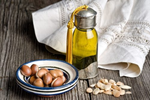 Argan oil for anti-aging skin care. Learn how to use anti-aging carrier oils such as argan oil and rosehip seed oil in your homemade skin care products for your natural beauty regimen. Easy beauty recipes you can make at home for natural, plant-based botanical skin care.