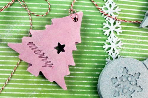 Beautiful handmade Christmas ornaments you can craft with the kids in about 30-minutes to create a new holiday tradition for Christmas of making a new DIY Christmas tree ornament each year.