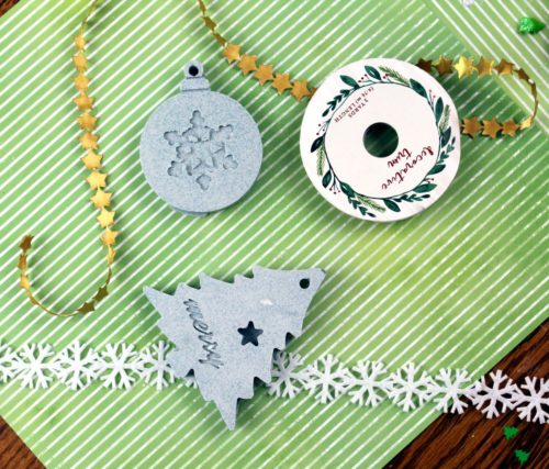 Tips & Tricks for Making DIY Christmas ornaments for diffusing essential oils on your Christmas tree this holiday season. Made using tinted plaster, these quick & easy ornaments are ready to hang or gift in about 30 minutes. An easy DIY holiday home decor idea that also doubles as DIY Christmas gifts for Mom!