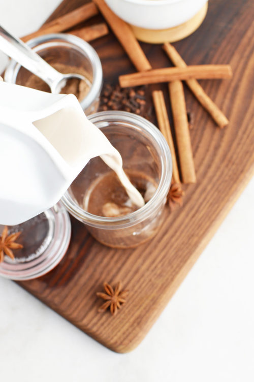Vanilla Chai Latte Recipe: Make this easy DIY vanilla chai latte spice mix recipe for a cozy winter drink idea for the holidays. It's easy to spice things up this winter. You won't be able to resist this delicious vanilla chai latte recipe when sitting by the fire watching your favorite holiday Christmas movies Also make this DIY vanilla chai spice mix for easy DIY holiday gifts for friends, family, teachers, neighbors and coworkers. The perfect homemade holiday gift for Christmas for anyone who loves receiving food gifts for the holiday season.