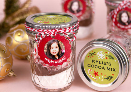 DIY Peppermint Hot Cocoa Mix in a Jar via Evermine