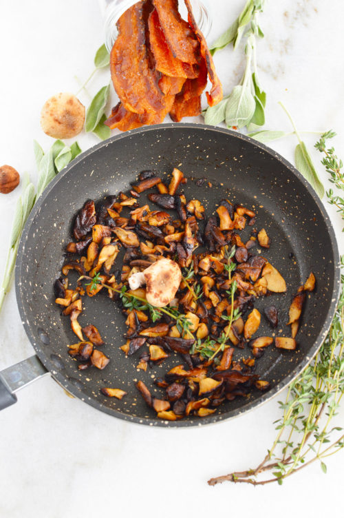 Sauteed mushrooms with thyme