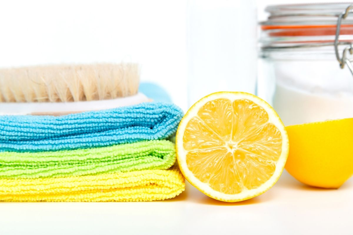 Homemade cleaner recipes and natural cleaning products for spring cleaning your home. Get a healthy, non-toxic home with these best spring cleaning tips and tricks that utilize eco-friendly cleaners and natural essential oils. It's easy to get your home in order this spring with these easy spring cleaning tips and tricks, plus ideas for decluttering your home and utilizing natural cleaners. Try these best DIY kitchen cleaners and bathroom cleaning hacks for a no scrub deep clean. #springcleaning