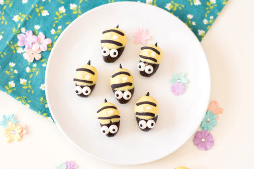 Bumblebee Oreo Cookie Truffles with Cream Cheese for Spring Entertaining. These easy, no bake Oreo cookie truffles are perfect for spring entertaining. Shaped like cute little bumblebees, this easy Oreo cookie truffles recipe is made with cream cheese, white chocolate chips, Oreos and fondant. This recipe for bumblebee Oreo cookie truffles makes a fun and tasty addition to any spring event or party if you need cute spring party ideas. A simple spring dessert recipe. No bake party dessert.
