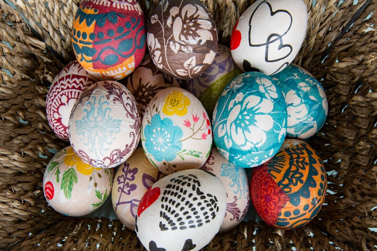 Creative Easter Egg Designs: How to Decorate Easter Eggs Without Dye. Spring Decor Ideas for Easter Home Decor. Learn how to decorate Easter eggs without dye for beautiful eggs without the mess. Explore beautiful, dye-free Easter egg designs you can create for the holiday to decorate your home for spring.