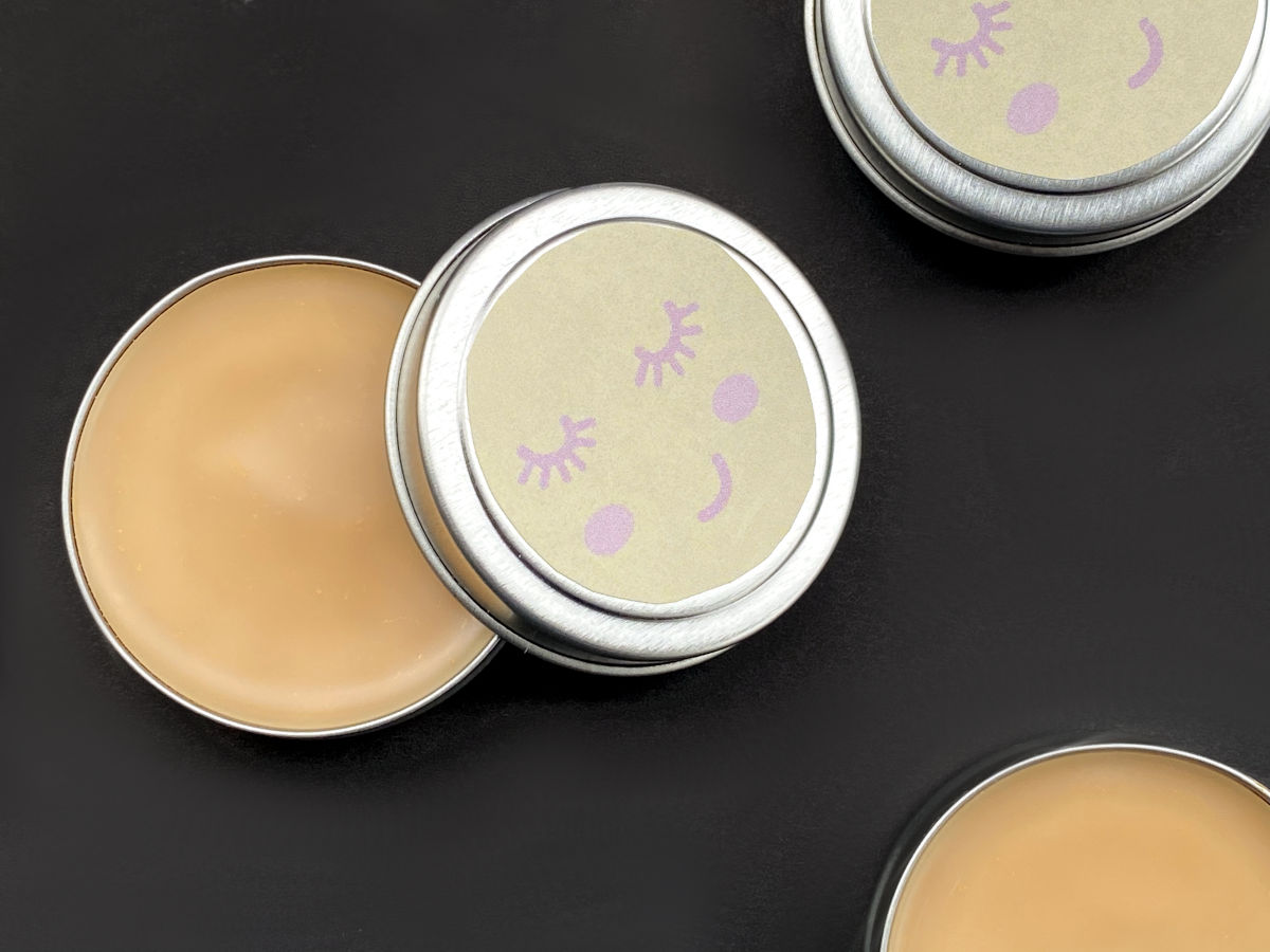 This manuka essential oil salve is a magic beauty balm that hydrates skin & promotes healing. Add mica for a tinted lip balm or highlighting makeup primer.