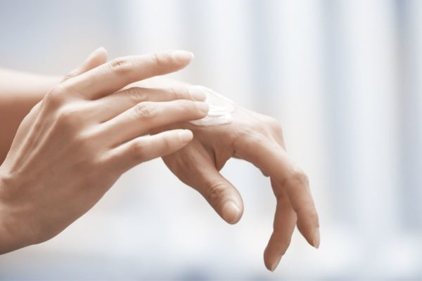 How to naturally care for dry hands and skin