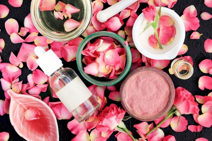 How to make DIY clay masks. Learn about the skin care benefits of the different types of clay used to make DIY clay mask recipes, plus how to choose the right clays for your skin type. Pink kaolin clay mask recipes are popular for sensitive combination skin, but you can make custom DIY clay mask recipes with many variations of clay including bentonite, kaolin clay, French green clay, Fuller's earth clay, Rhassoul clay and more. Natural clay mask recipes for all skin types for natural beauty.
