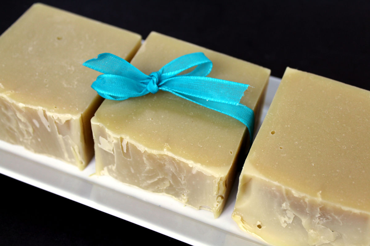Neem oil soap recipe. Learn how to make a cold process neem oil soap recipe for the many skin care benefits of neem oil for problem skin. This DIY neem oil soap makes a great addition to a natural skin care routine for problem skin issues. It helps improve skin appearance and promote skin health while addressing skin issues such as dry skin, eczema, acne and fungal skin issues. This cold process soap helps to soothe a variety of common skin ailments and can prevent reoccurence.